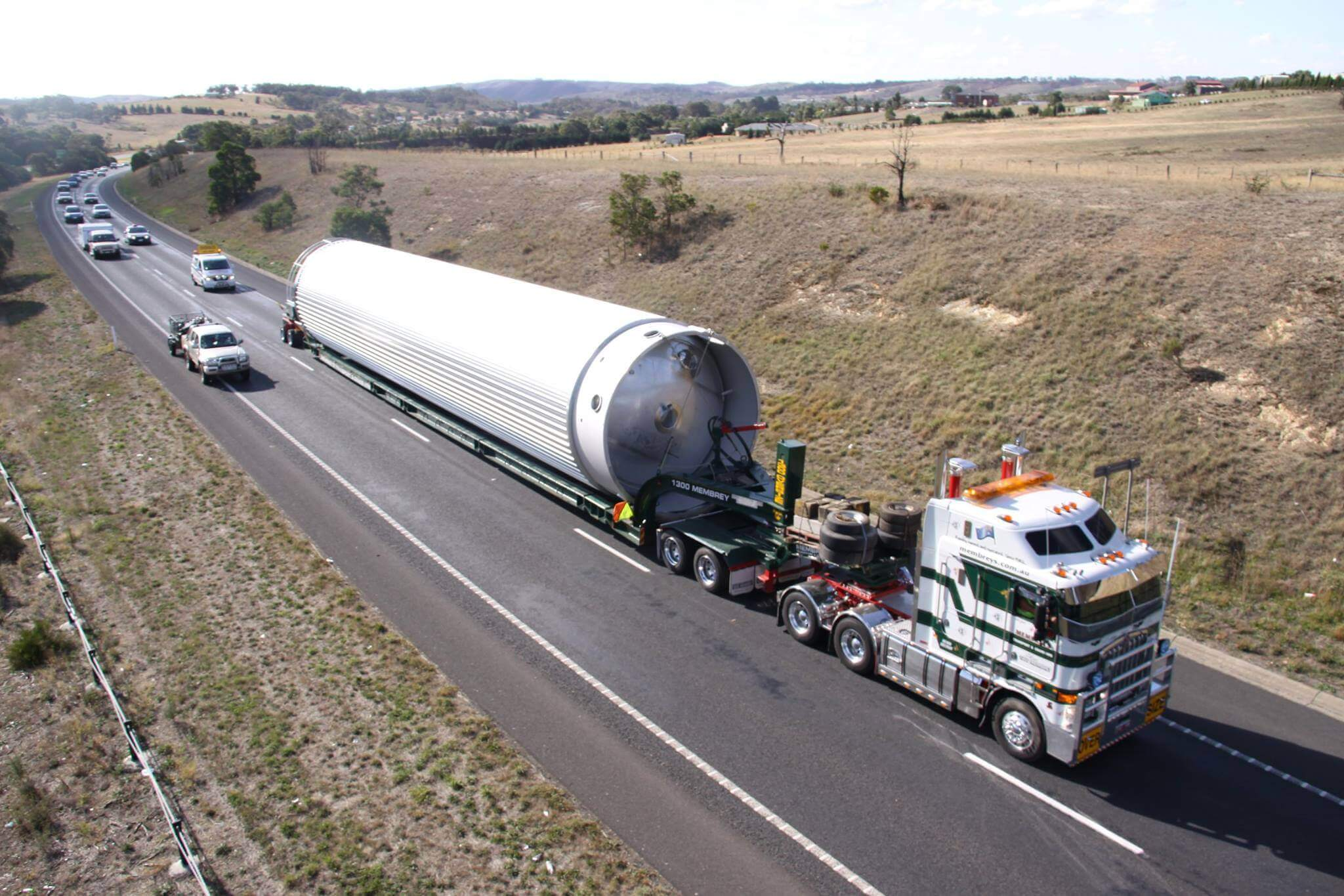 Stainless Steel Silo move on Vessel Trailer